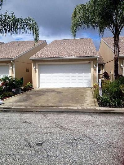 Volusia County Attached For Sale: 2210 Hawks Cove Circle