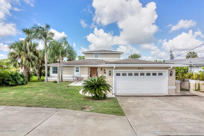 Volusia County Single Family Home For Sale: 482 Riverside Drive