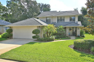 Volusia County Single Family Home For Sale: 833 Clear Lake Drive