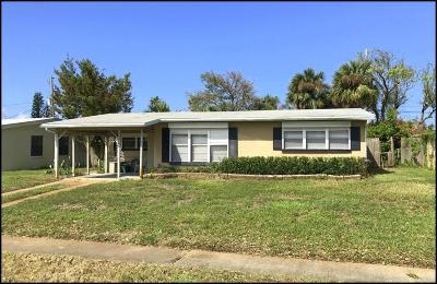 Volusia County Single Family Home For Sale: 111 Essex Drive