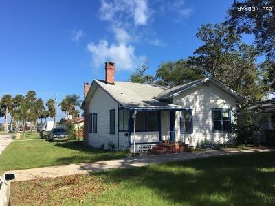 Volusia County Single Family Home For Sale: 103 Park Circle