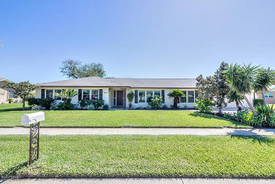 South Daytona Single Family Home For Sale: 143 Tradewinds Circle
