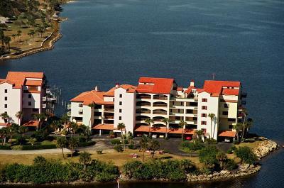 Daytona Beach Condo/Townhouse For Sale: 745 Marina Point Drive #7450