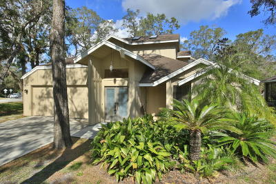 Spruce Creek Fly In Condo/Townhouse For Sale: 104 Silver Fern Court