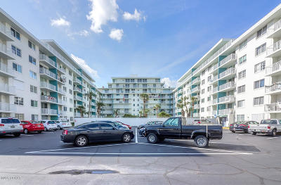 Daytona Beach Condo/Townhouse For Sale: 2727 N Atlantic Avenue #900