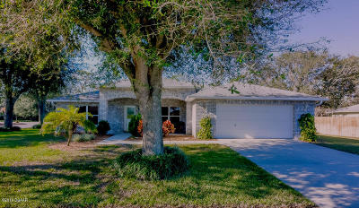 South Daytona Single Family Home For Sale: 8 Spinnaker Circle
