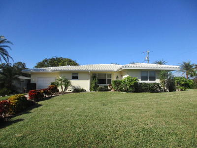 Daytona Beach Single Family Home For Sale: 1 Hickory Lane