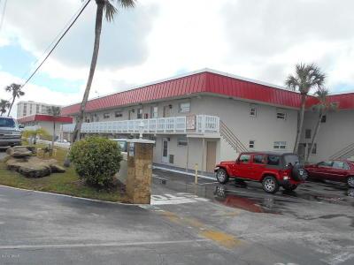Daytona Beach Condo/Townhouse For Sale: 2901 N Halifax Avenue #123