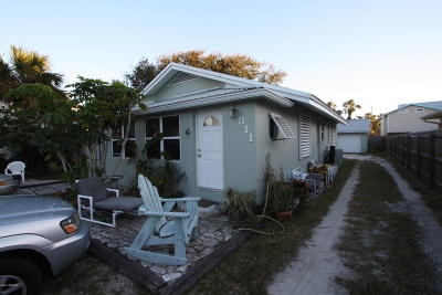 New Smyrna Beach Multi Family Home For Sale: 811 Oakwood Avenue