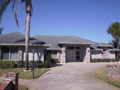 New Smyrna Beach Single Family Home For Sale: 905 Club House Boulevard