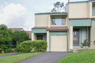 Volusia County Condo/Townhouse For Sale: 131 Club House Boulevard