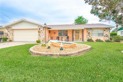 South Daytona Single Family Home For Sale: 2962 Lantern Drive