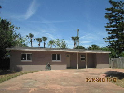 South Daytona Single Family Home For Sale: 239 Sandy Circle