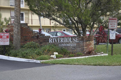 Daytona Beach Condo/Townhouse For Sale: 717 S Beach Street #105C