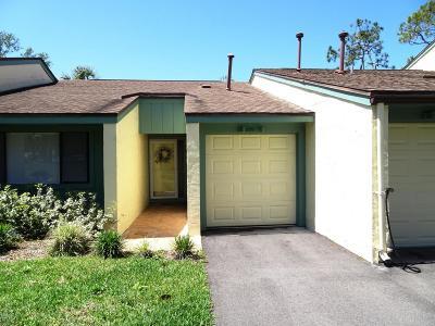 New Smyrna Beach Condo/Townhouse For Sale: 209 Club House Boulevard