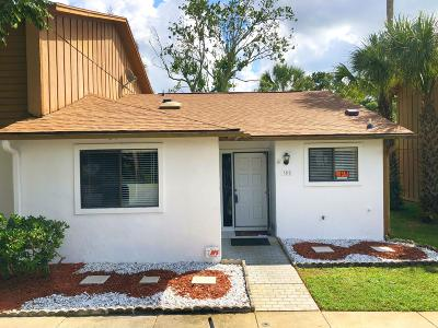 Volusia County Attached For Sale: 180 W Sandalwood Court
