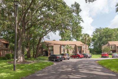 Palm Coast Condo/Townhouse For Sale: 10 Surrey Court