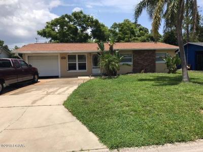 South Daytona Single Family Home For Sale: 530 Cambridge Circle