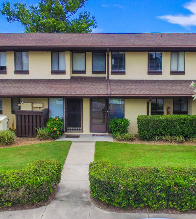 Palm Coast Condo/Townhouse For Sale: 52 Club House Drive #106
