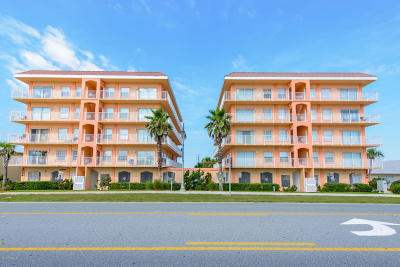 Daytona Beach Condo/Townhouse For Sale: 3756 S Atlantic Avenue #402