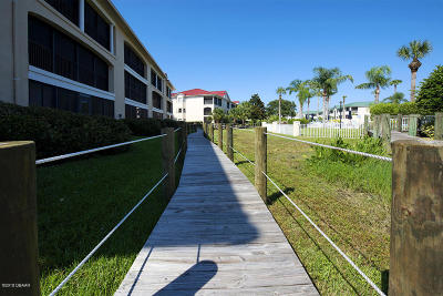 New Smyrna Beach Condo/Townhouse For Sale: 456 Bouchelle Drive #201
