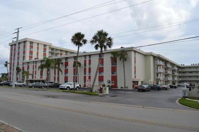 Daytona Beach Condo/Townhouse For Sale: 2711 N Halifax Avenue #383