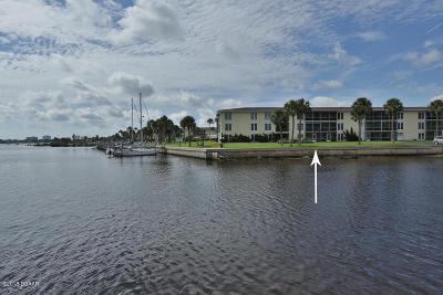 Daytona Beach Condo/Townhouse For Sale: 715 S Beach Street #D105
