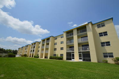 South Daytona Condo/Townhouse For Sale: 3131 S Ridgewood Avenue #3010