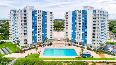 Daytona Beach Condo/Townhouse For Sale: 935 N Halifax Avenue #506