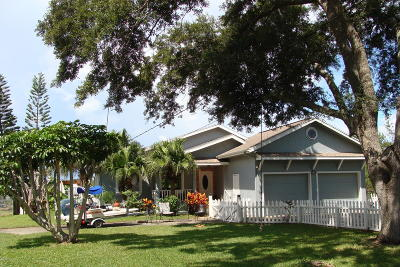 New Smyrna Beach Single Family Home For Sale: 2584 Sunset Drive