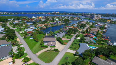 New Smyrna Beach Single Family Home For Sale: 301 Quay Assisi