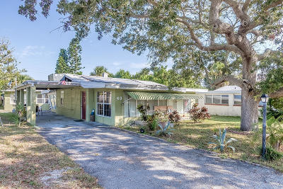 Volusia County Single Family Home For Sale: 43 Alamanda Drive