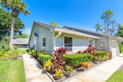 Daytona Beach Condo/Townhouse For Sale: 107 Bob White Court #1070