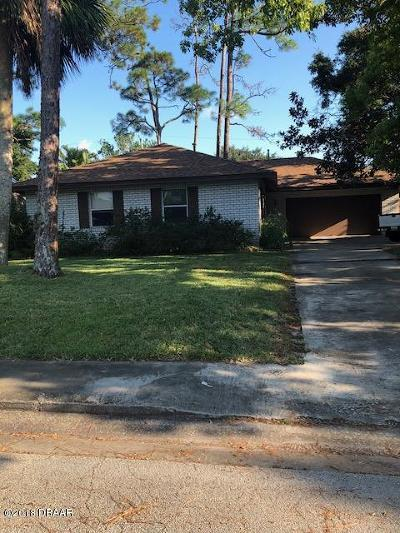 South Daytona Single Family Home For Sale: 515 Dorset Circle