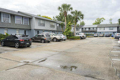 Daytona Beach Condo/Townhouse For Sale: 175 Yorktowne Drive #21