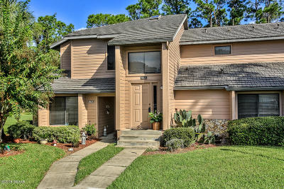 Daytona Beach Condo/Townhouse For Sale: 145 Blue Heron Drive #C