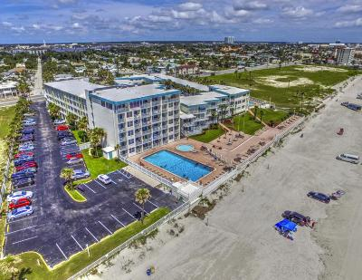 Daytona Beach Condo/Townhouse For Sale: 935 S Atlantic Avenue #252