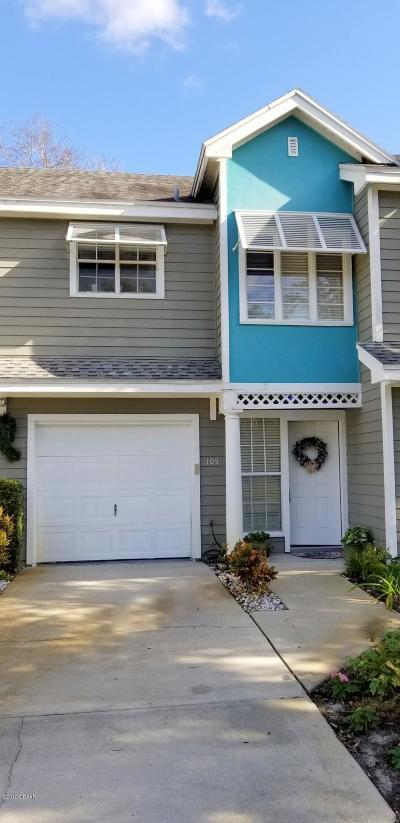 Daytona Beach Condo/Townhouse For Sale: 105 Grand Oaks Circle