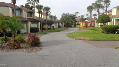 New Smyrna Beach Condo/Townhouse For Sale: 201 Club House Boulevard