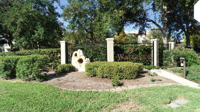 Palm Harbor Condo/Townhouse For Sale: 114 Club House Drive #305