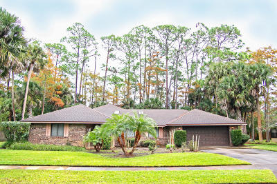 Daytona Beach Single Family Home For Sale: 105 Sweetwater Oaks Lane