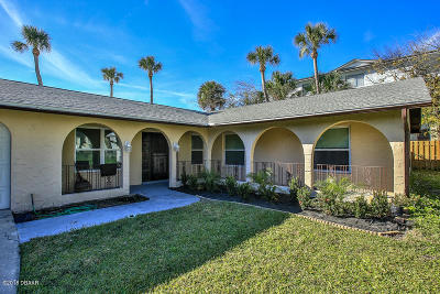 Daytona Beach Single Family Home For Sale: 2 Fountainebleau Circle
