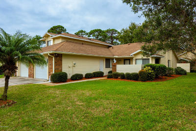 Volusia County Attached For Sale: 200 Surf Scooter Drive