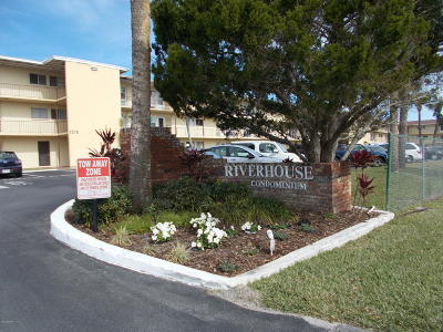 Daytona Beach Condo/Townhouse For Sale: 719 S Beach Street #214B