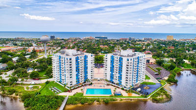 Daytona Beach Condo/Townhouse For Sale: 925 N Halifax Avenue #209