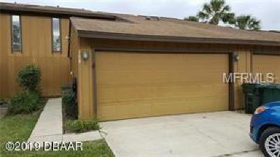 Daytona Beach Condo/Townhouse For Sale: 108 Lakewood Village Circle