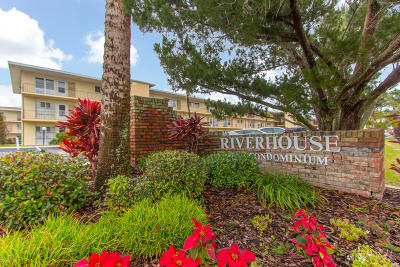 Daytona Beach Condo/Townhouse For Sale: 715 S Beach Street #107D