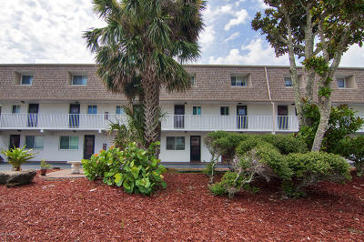 Ormond Beach Condo/Townhouse For Sale: 60 Vining Court #40