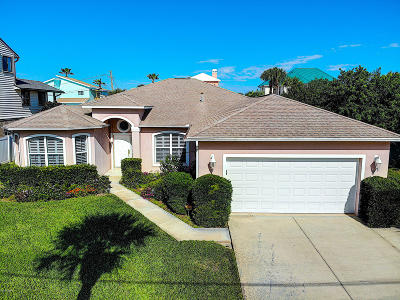 New Smyrna Beach Single Family Home For Sale: 4723 S Atlantic Avenue
