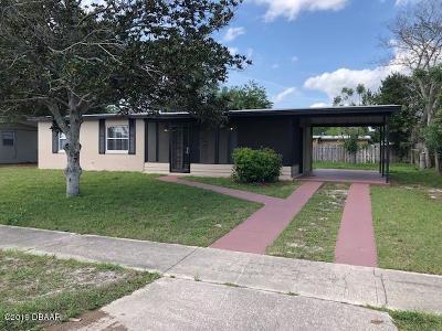 Deltona Single Family Home For Sale: 2290 E Dana Drive